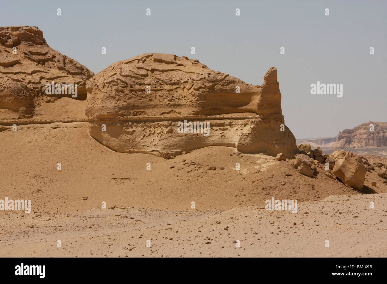 Sandstone formations resulting from wind erosion in Wadi Al-Hitan (Whale Valley), El Fayoum, Egypt - Stock Image