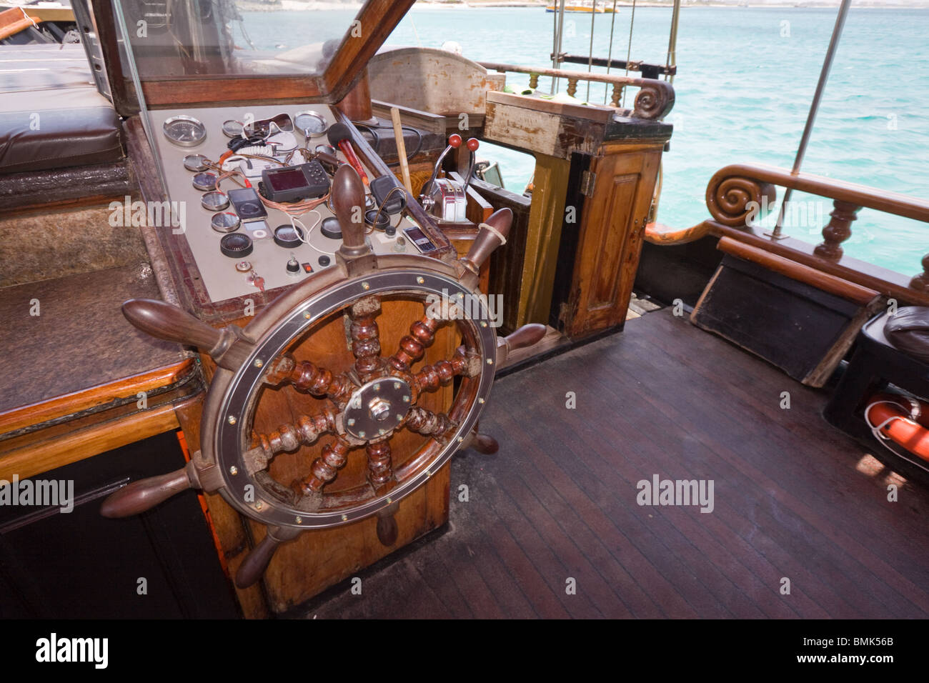 how to make a wooden ship steering wheel
