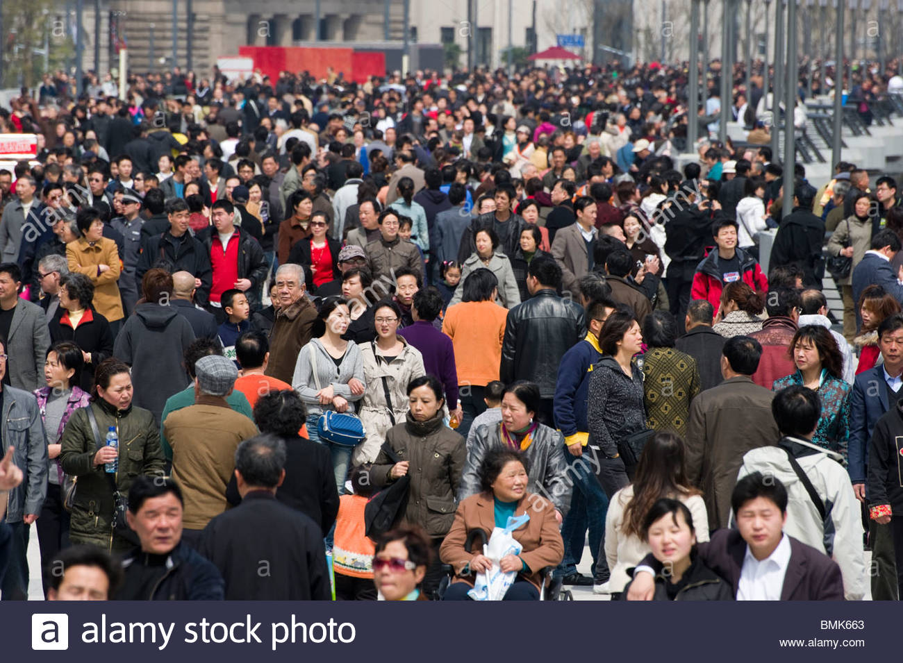 Crowds walking along the Bund, Shanghai, China - Stock Image