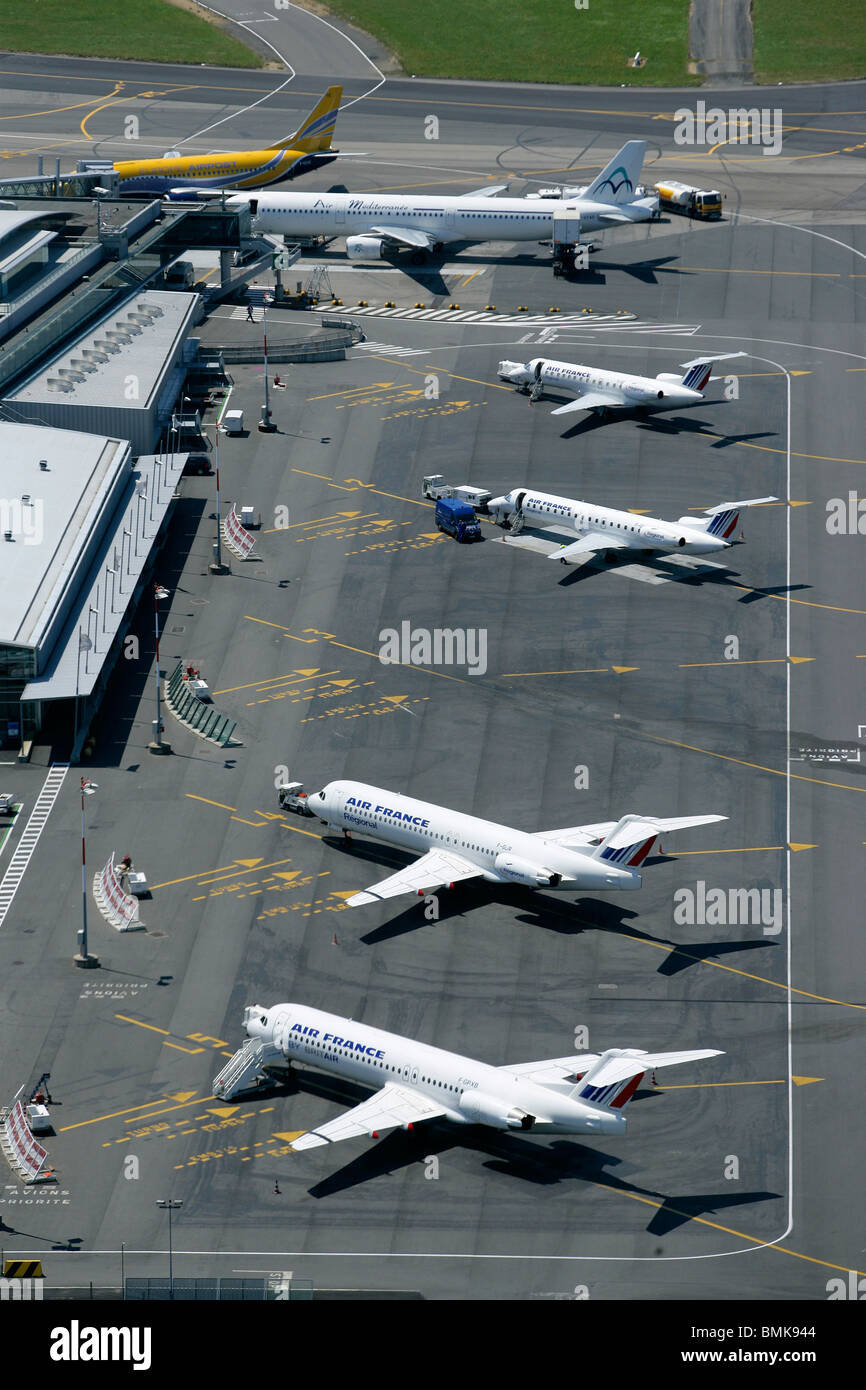 Parked airplanes - Stock Image