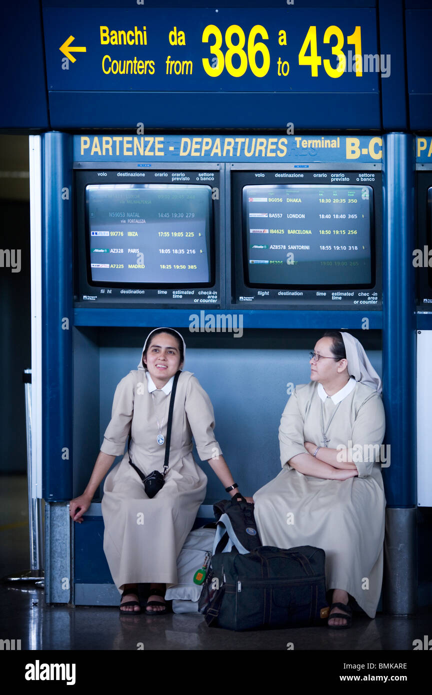 Nuns about to board a plane in Fiumicino Airport, Rome, Italy - Stock Image