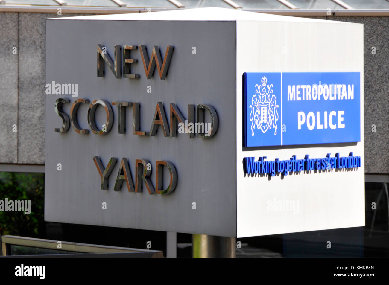 Sign for New Scotland Yard HQ of the Metropolitan Police - Stock Image