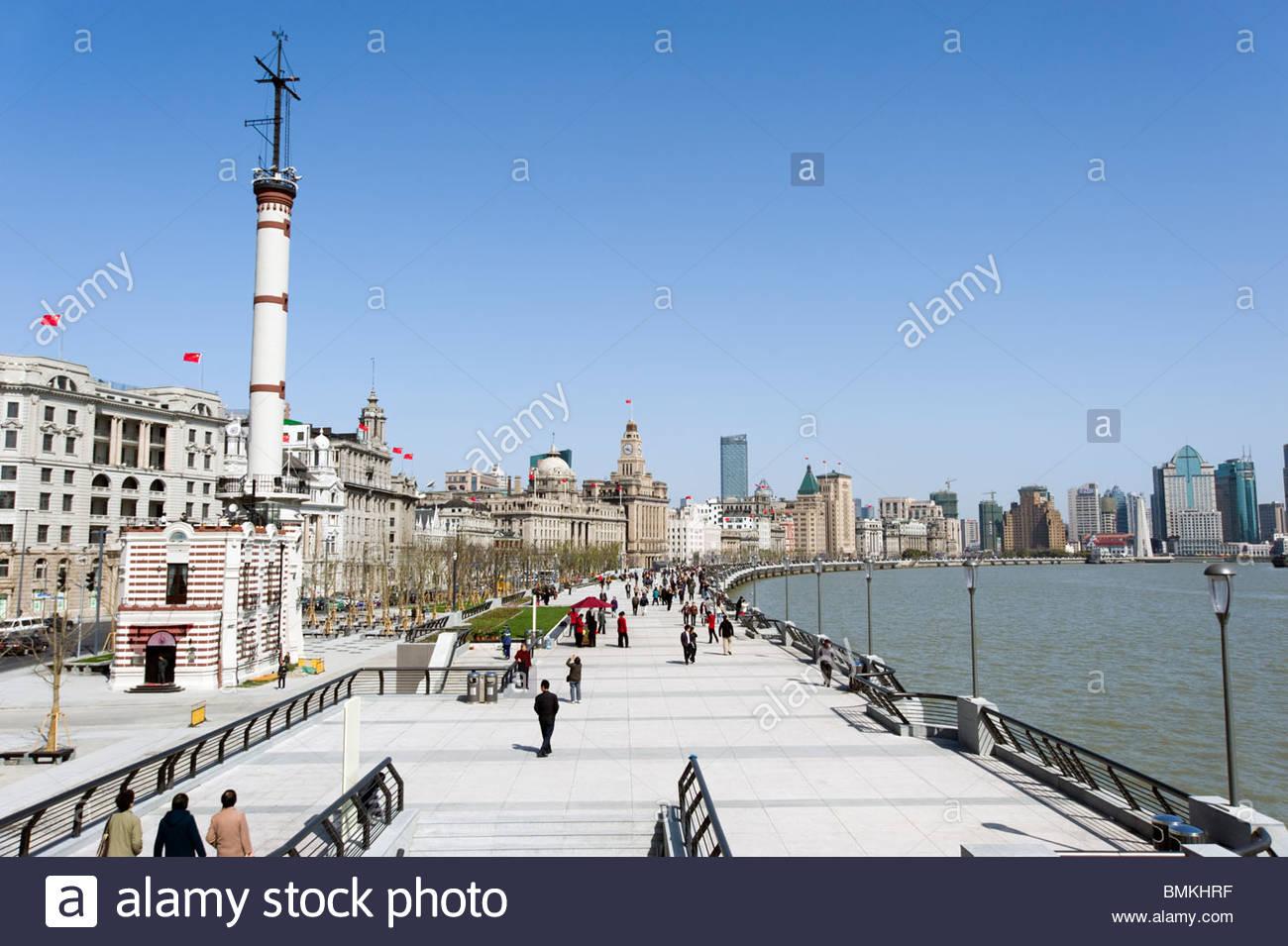 The Bund promenade, Shanghai, China - Stock Image
