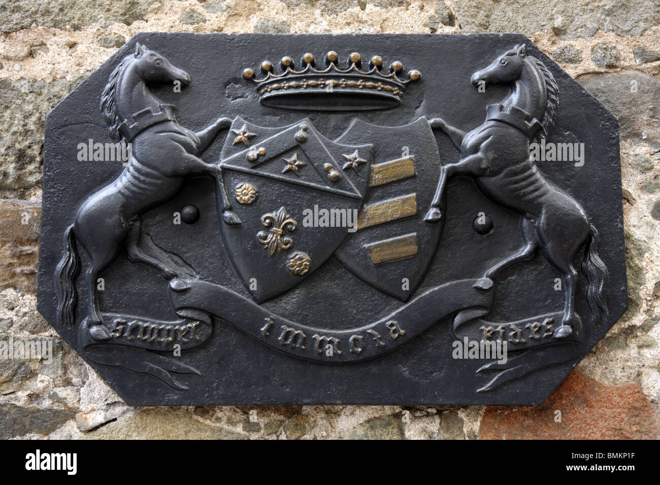 """Ancient metal plaque at the stables of Earl Vorontsov. Inscription on the plate is """"Semper immola fides"""" (Lat.) - Stock Image"""