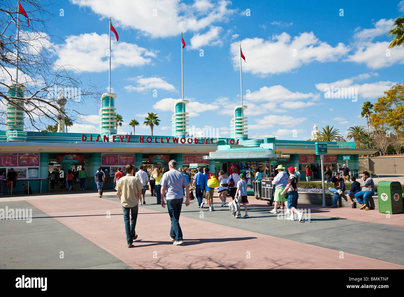 Orlando, FL - Feb 2009 - Guests at entrance to Disney's Hollywood Studios (formerly MGM Studios) in Kissimmee - Stock Image