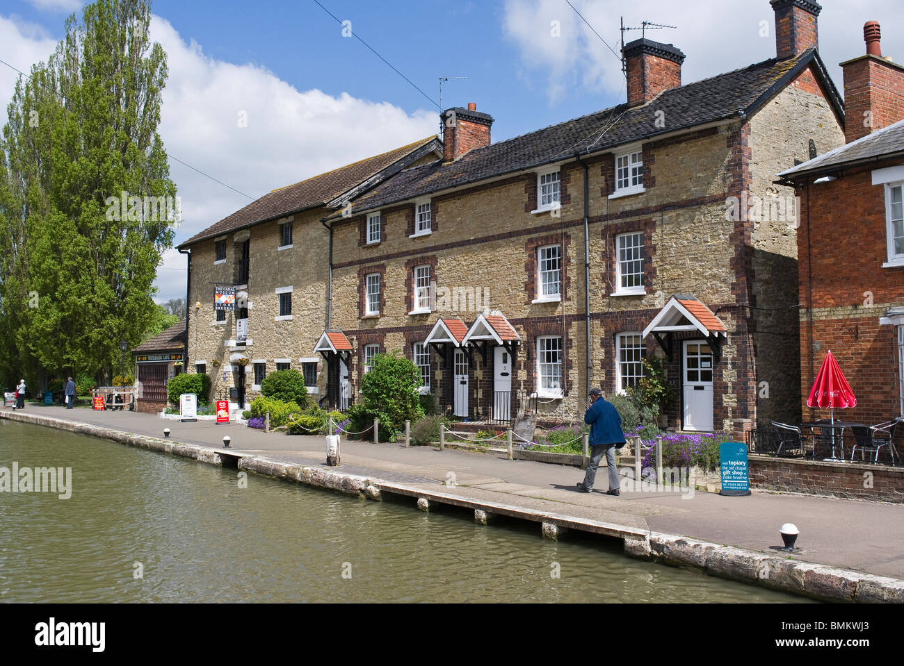 Stoke Bruerne canal and buildings - Stock Image