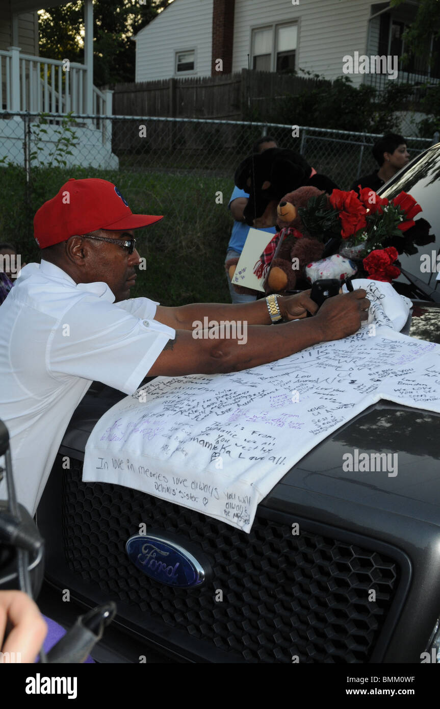 Residents, neighbors and friends sign a sweatshirt owned by State Trooper Wesley Brown who was shot and killed at - Stock Image
