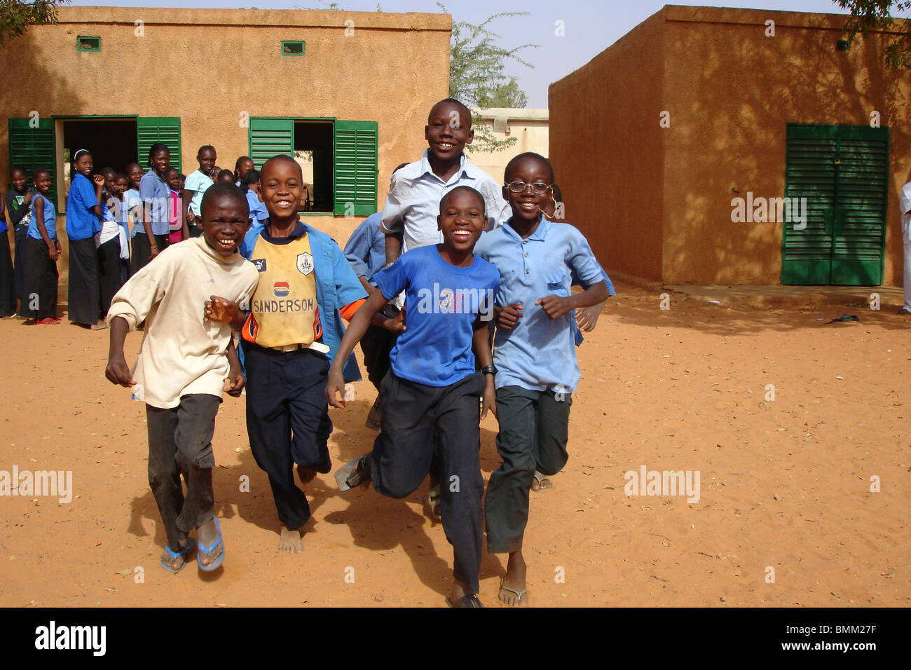 Niger, Niamey, Group of african pupils in their school uniform running in the courtyard - Stock Image