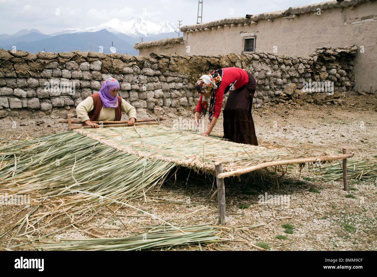 Women weawing reed mattress, Erciyes Turkey Stock Photo - Alamy