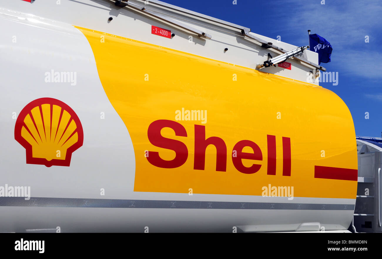 a shell fuel tanker, uk - Stock Image