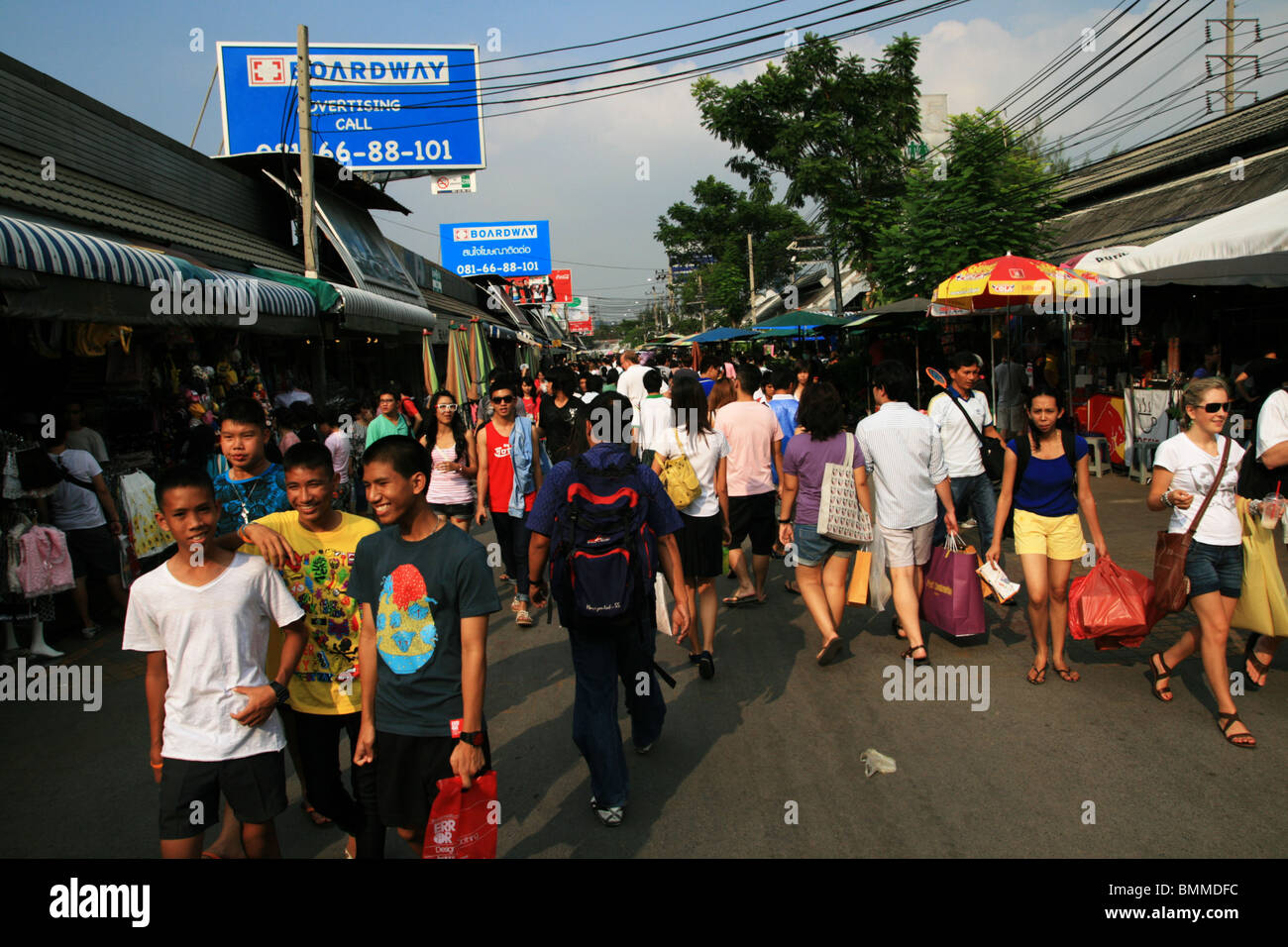 Shoppers in Chatuchak weekend market, Bangkok, Thailand - Stock Image