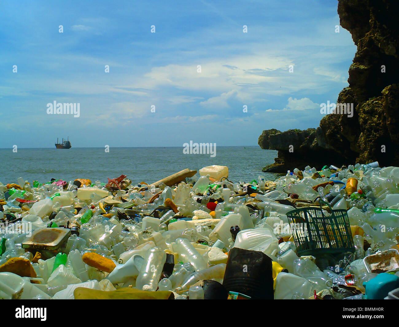 Pollution on a beach in Santo Domingo, Dominican Republic - Stock Image