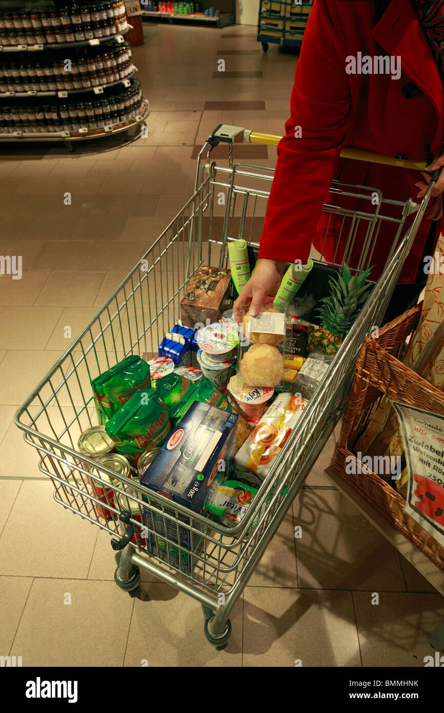 shopping cart in a supermarket filled with food, D-Oberhausen, Ruhr area, Lower Rhine, North Rhine-Westphalia, D - Stock Image
