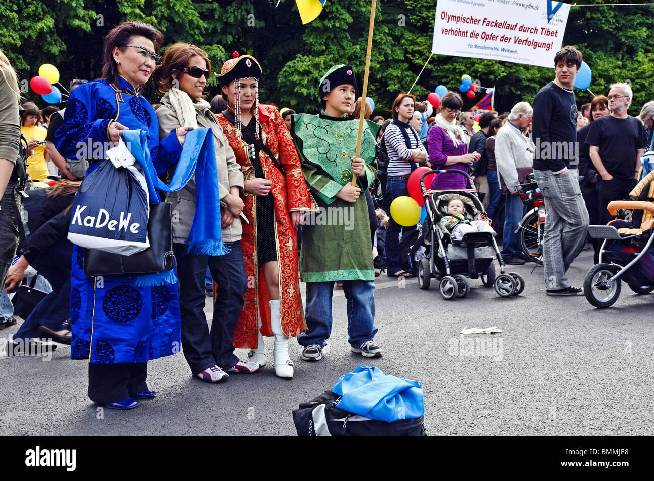 Tibetans during the visit of the Dalai Lhama, Berlin, Germany - Stock Image