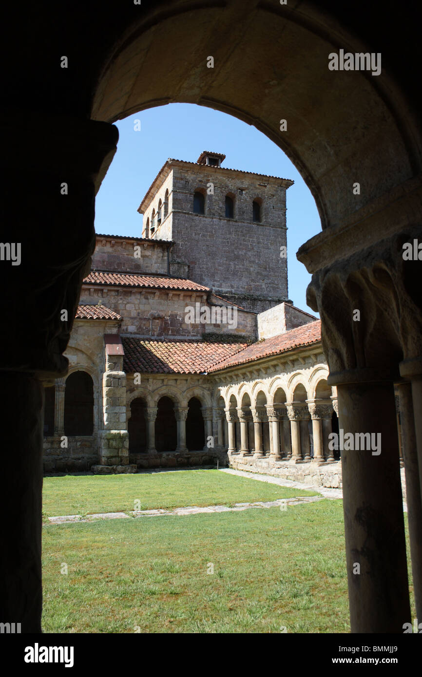 Romanesque cloister of the Colegiata de Santa Julia, Santillana del Mar - Stock Image