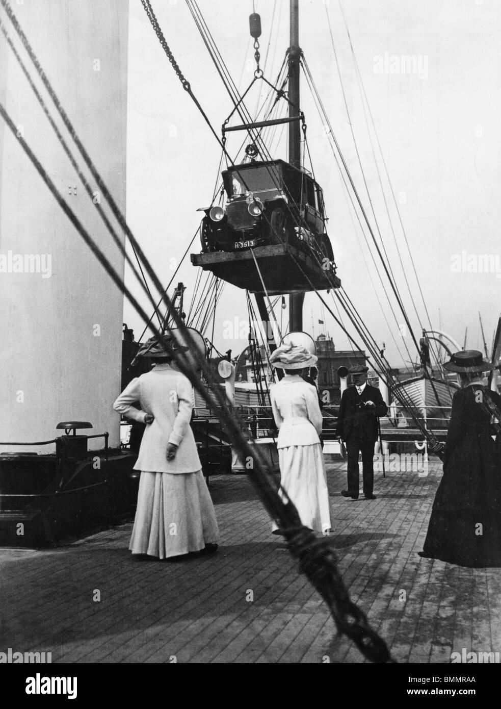 Mercedes being lifted on to SS Queen, Folkestone - Boulogne, circa 1908. - Stock Image