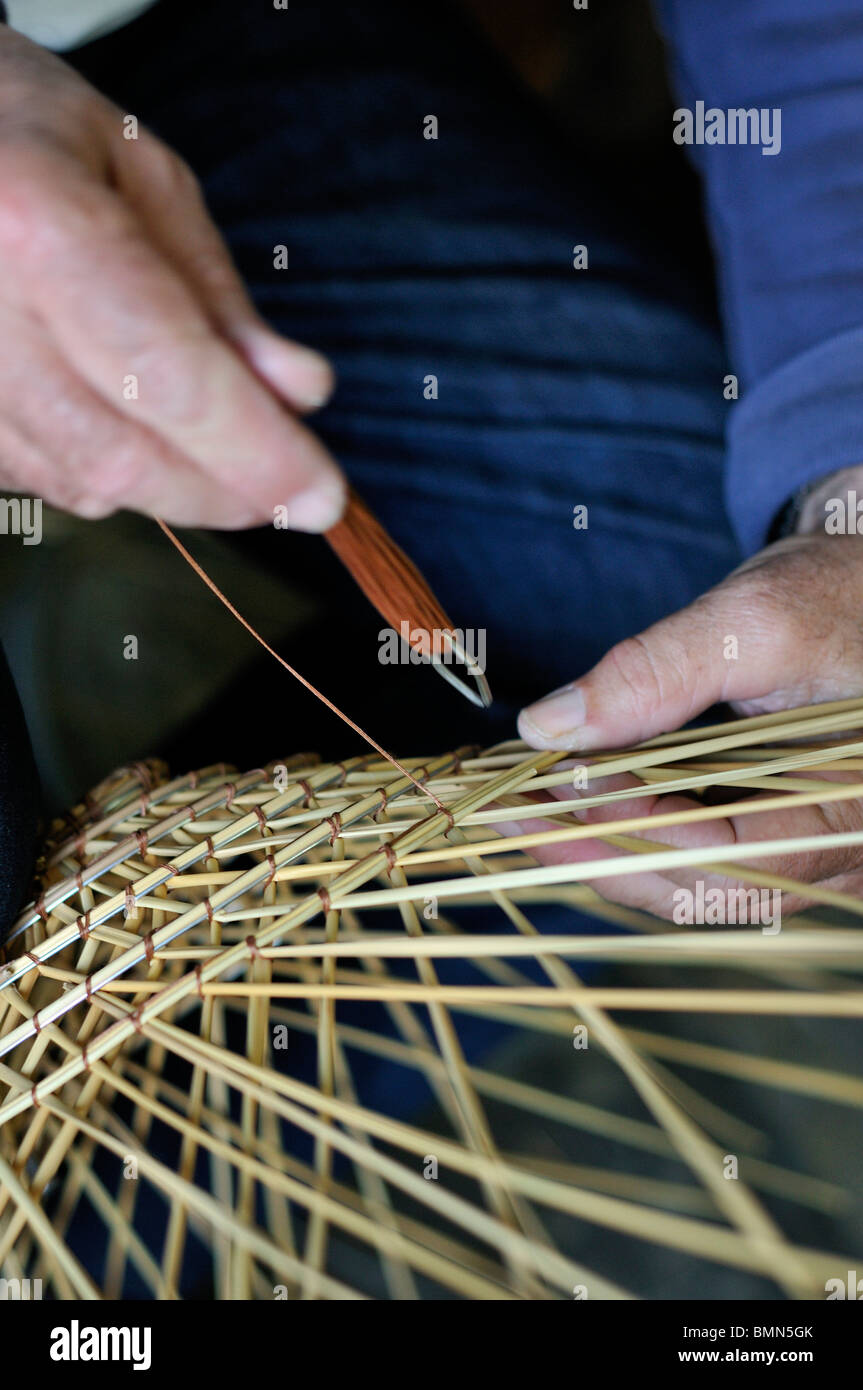 Gallipoli. Italy. Vincenzo Abate in his workshop making traditional shrimp pots using water rushes (Giunco) - Stock Image