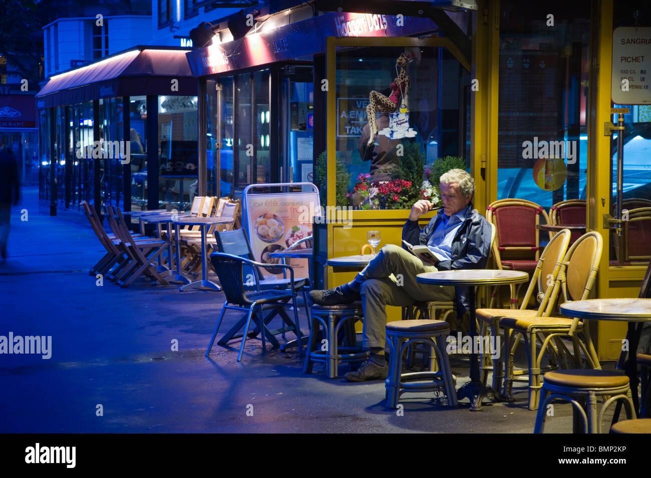 Evening scene in the Rive Gauche, Boulevard St Germain, Paris - Stock Image