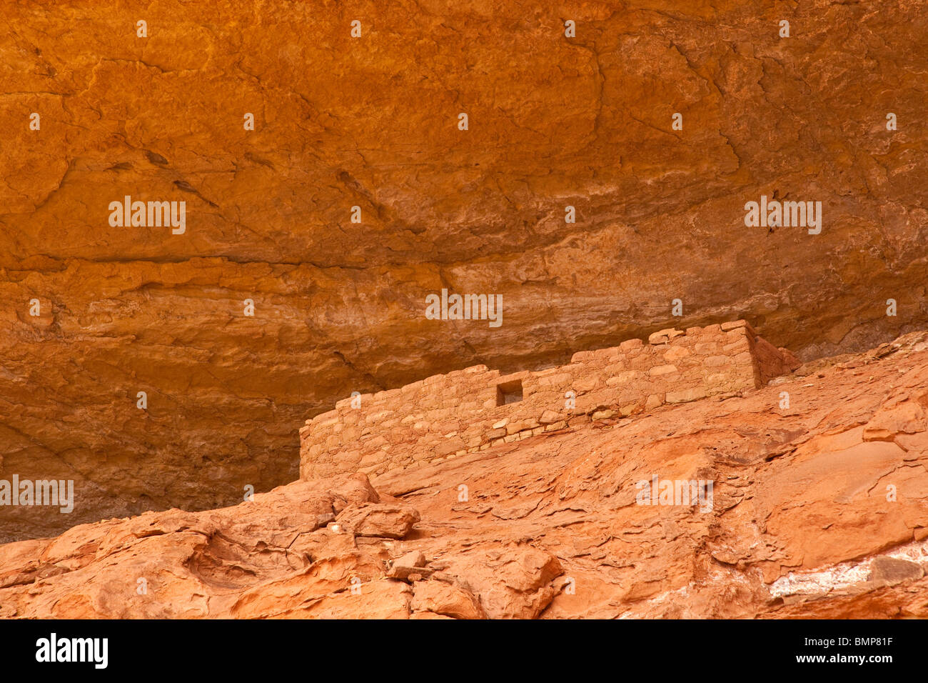 Ancient Puebloan cliff dwelling along Sand Canyon Trail, Canyons of the Ancients National Monument, near Cortez, - Stock Image