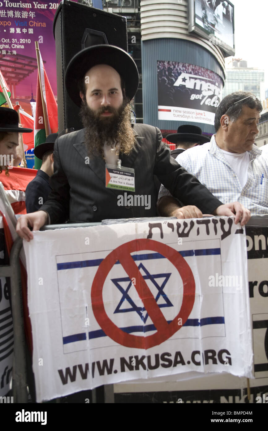 Anti-Zionist Orthodox Jews along with Palestinians and others Protest against Israel's brutal attack on the - Stock Image