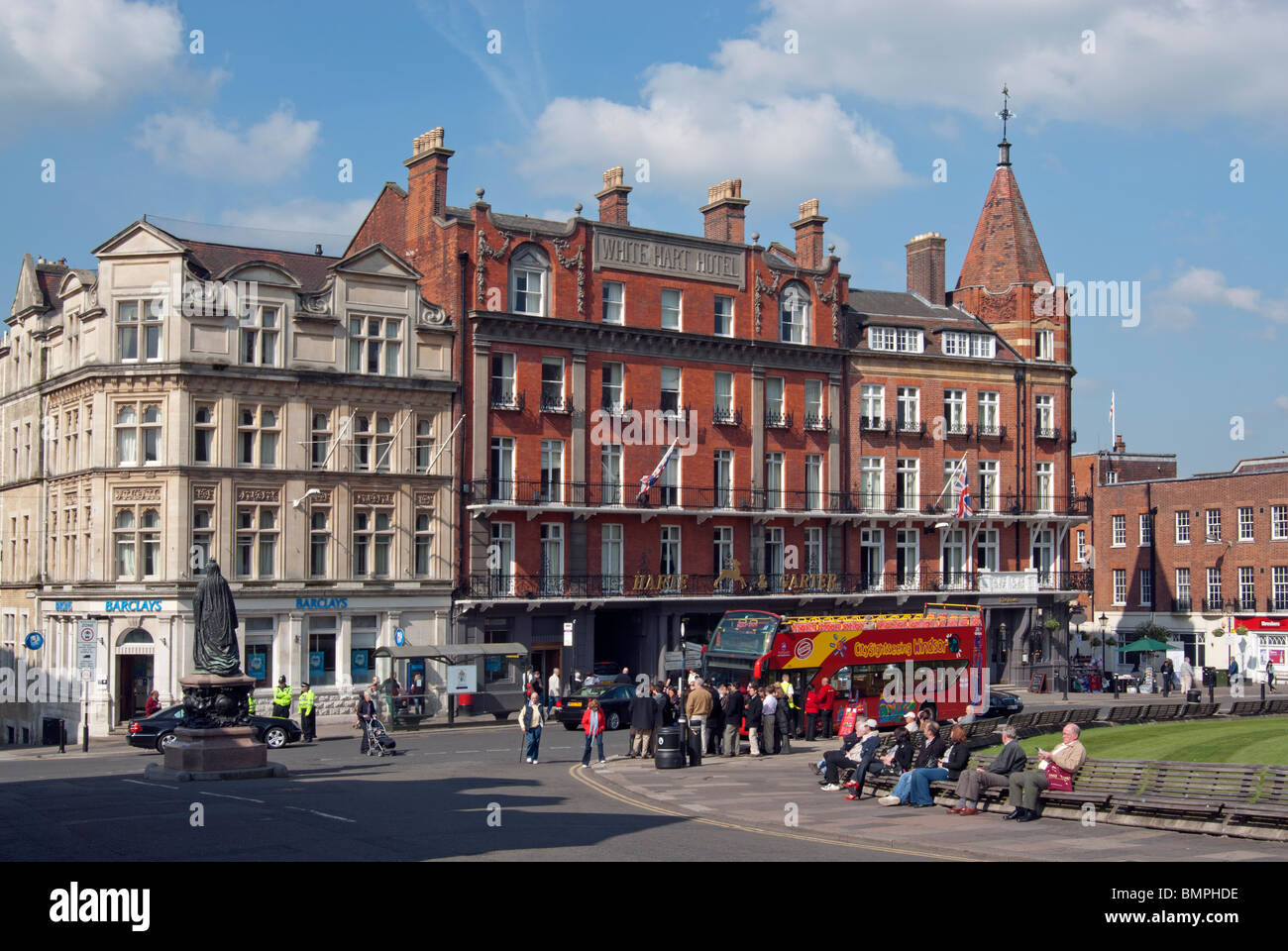 Windsor Town Centre with open-top sightseeing bus - Stock Image