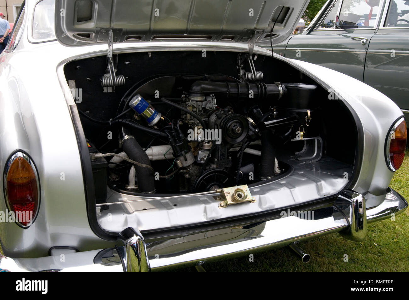 vw karman ghia volkswagen engine beetle flat four - Stock Image