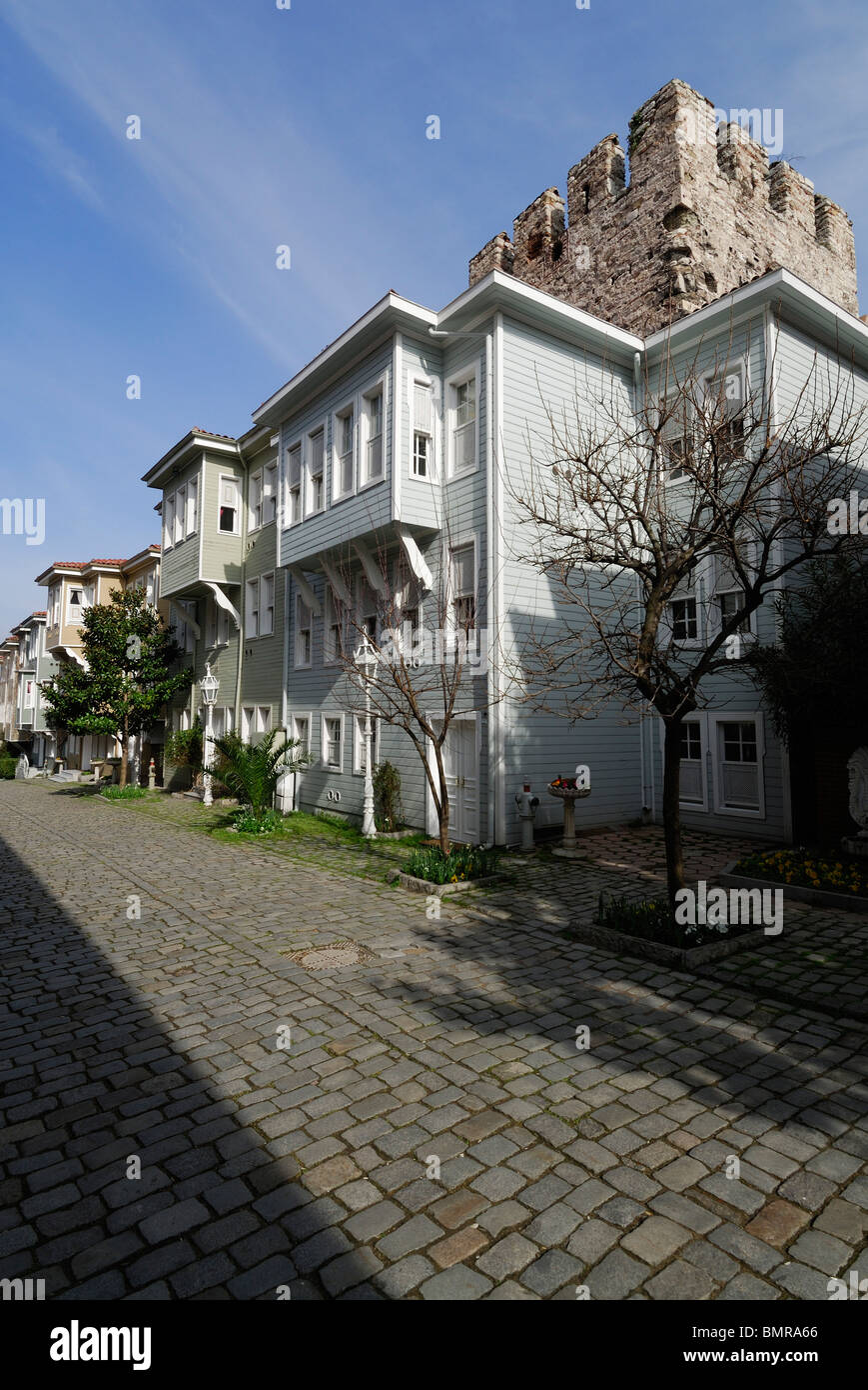 Istanbul. Turkey. Traditional Wooden houses on Sogukcesme Sok built against the walls of Topkapi Palace, Sultanahmet. - Stock Image