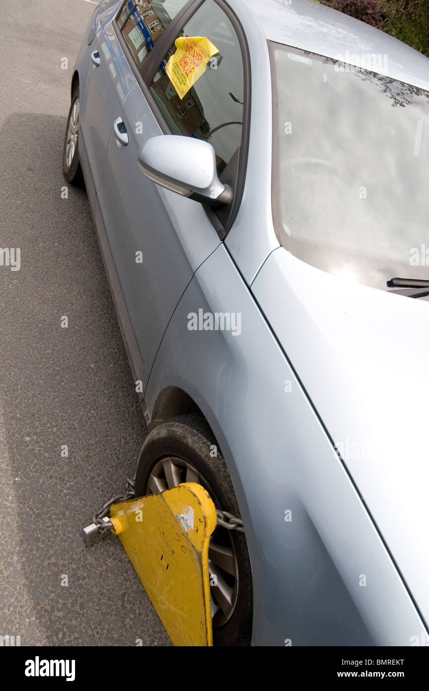 untaxed car tax road avoidance taxation enforcement clamp clamped cars clamping clamper clampers  clamps immobilized - Stock Image