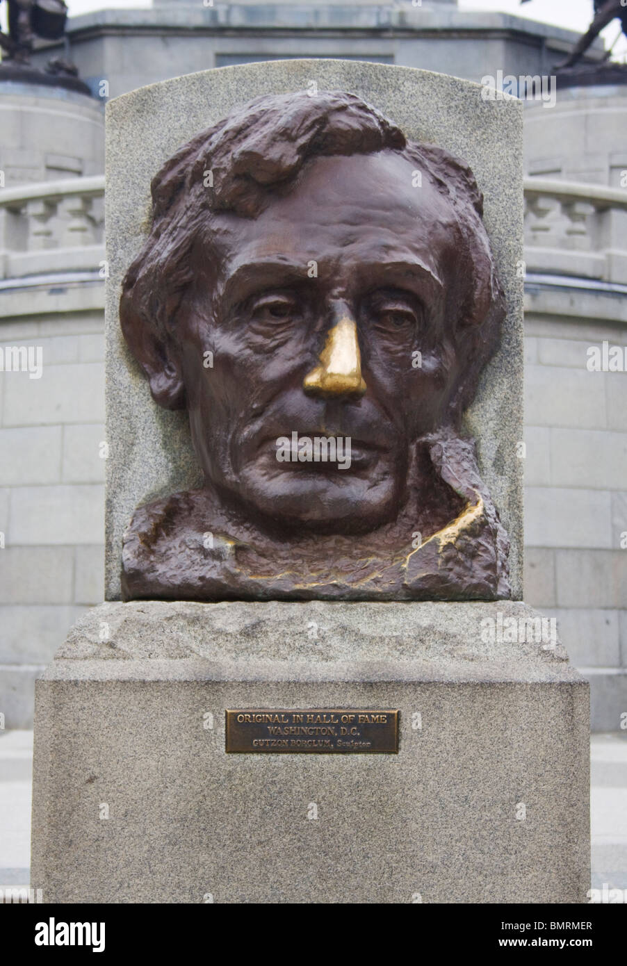 Abraham Lincoln burnished nose at his tomb in Springfield Illinois - Stock Image