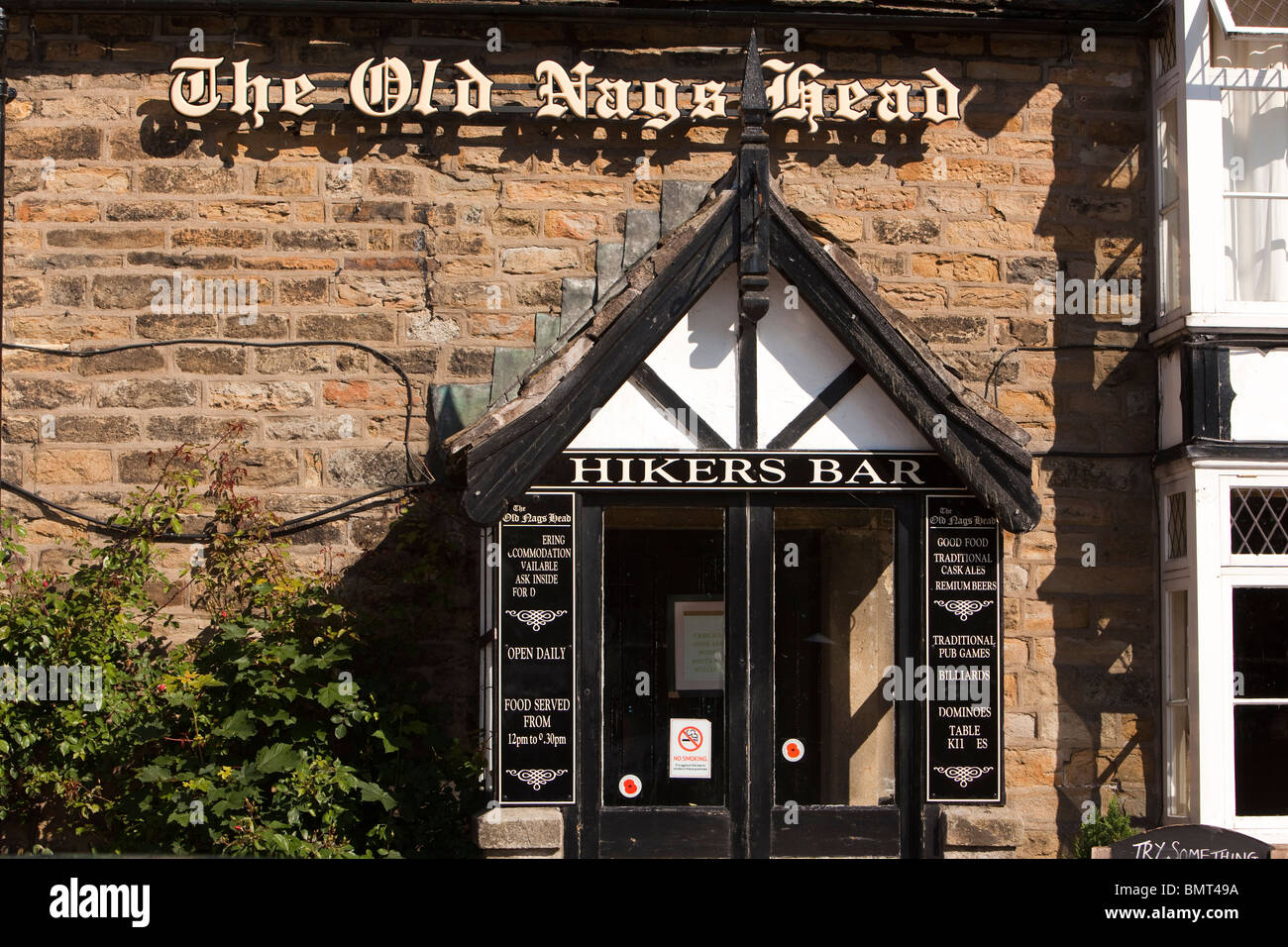 UK, Derbyshire, Edale, The Old Nag's Head pub, official starting point of the Pennine Way long distance path hikers bar entrance Stock Photo