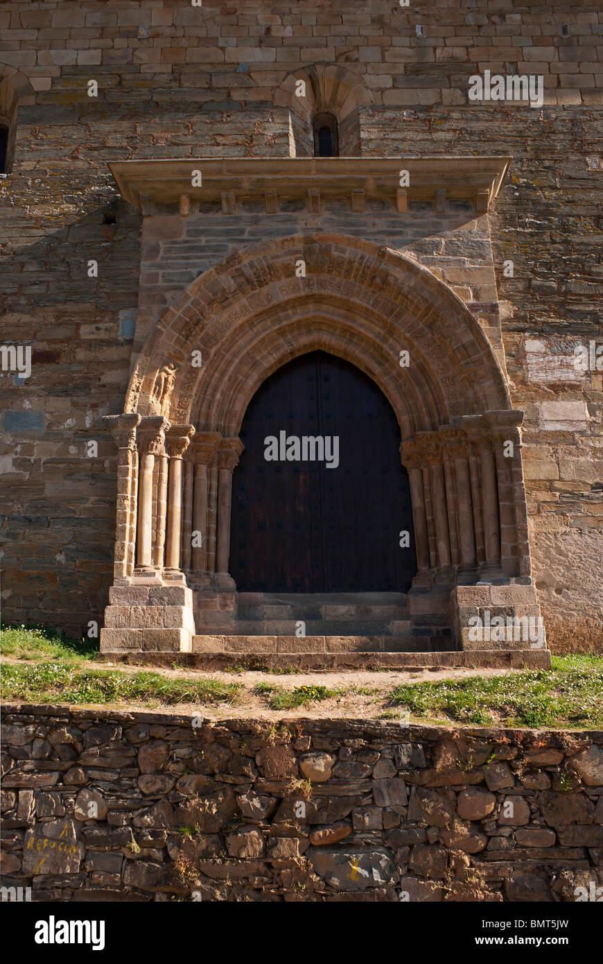 puerta del perdon de la iglesia de Santiago en villafranca del Bierzo - Stock Image