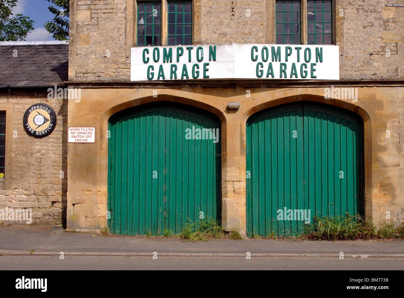 Compton Garage, Long Compton, Warwickshire, England, UK - Stock Image
