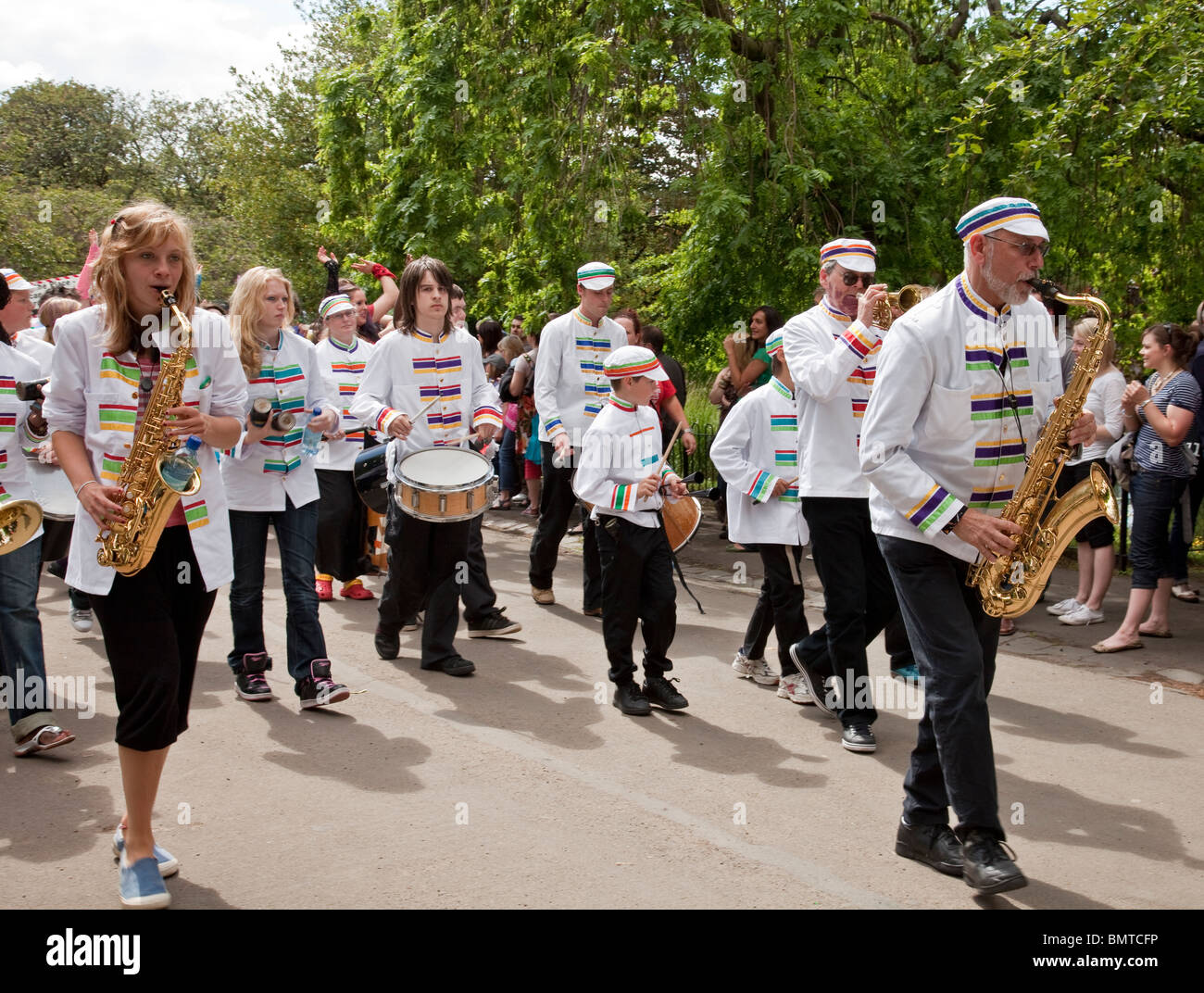 More Music band in the parade at Glasgow's West End Festival Sunday 2010 in Kelvingrove Park. - Stock Image