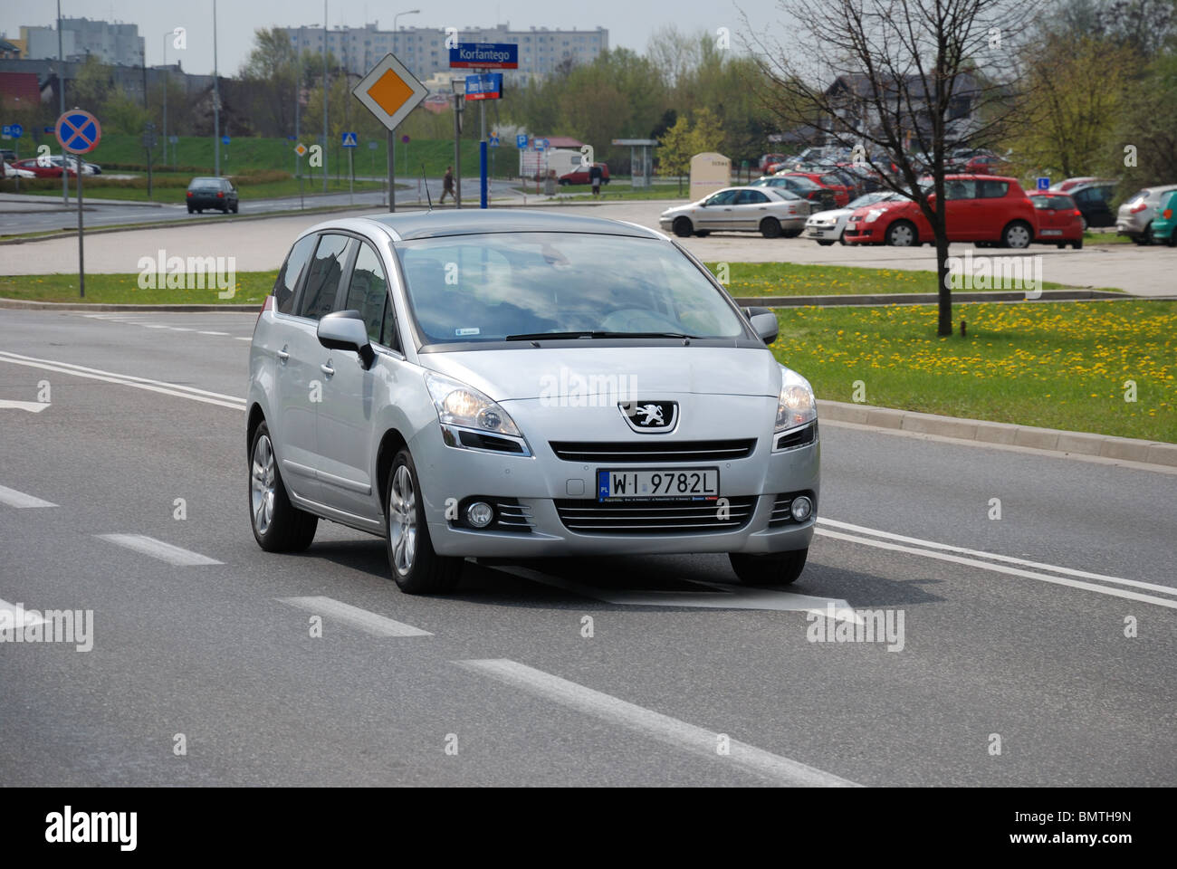 Peugeot 5008 1.6 THP - MY 2010 - silver metallic - five doors (5D) - French popular compact MPV (van) - driving - Stock Image