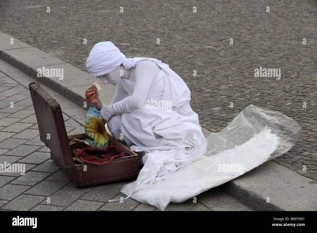 Mime artist preparing for work at The Brandenburg Gate Berlin Germany Deutschland Europe - Stock Image