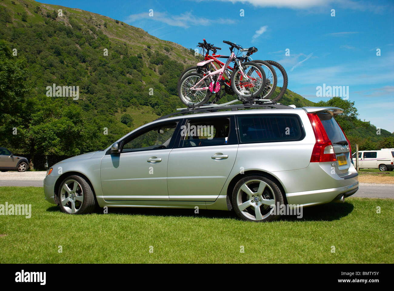 Bikes on the roof of a Volvo estate Stock Photo: 30051671