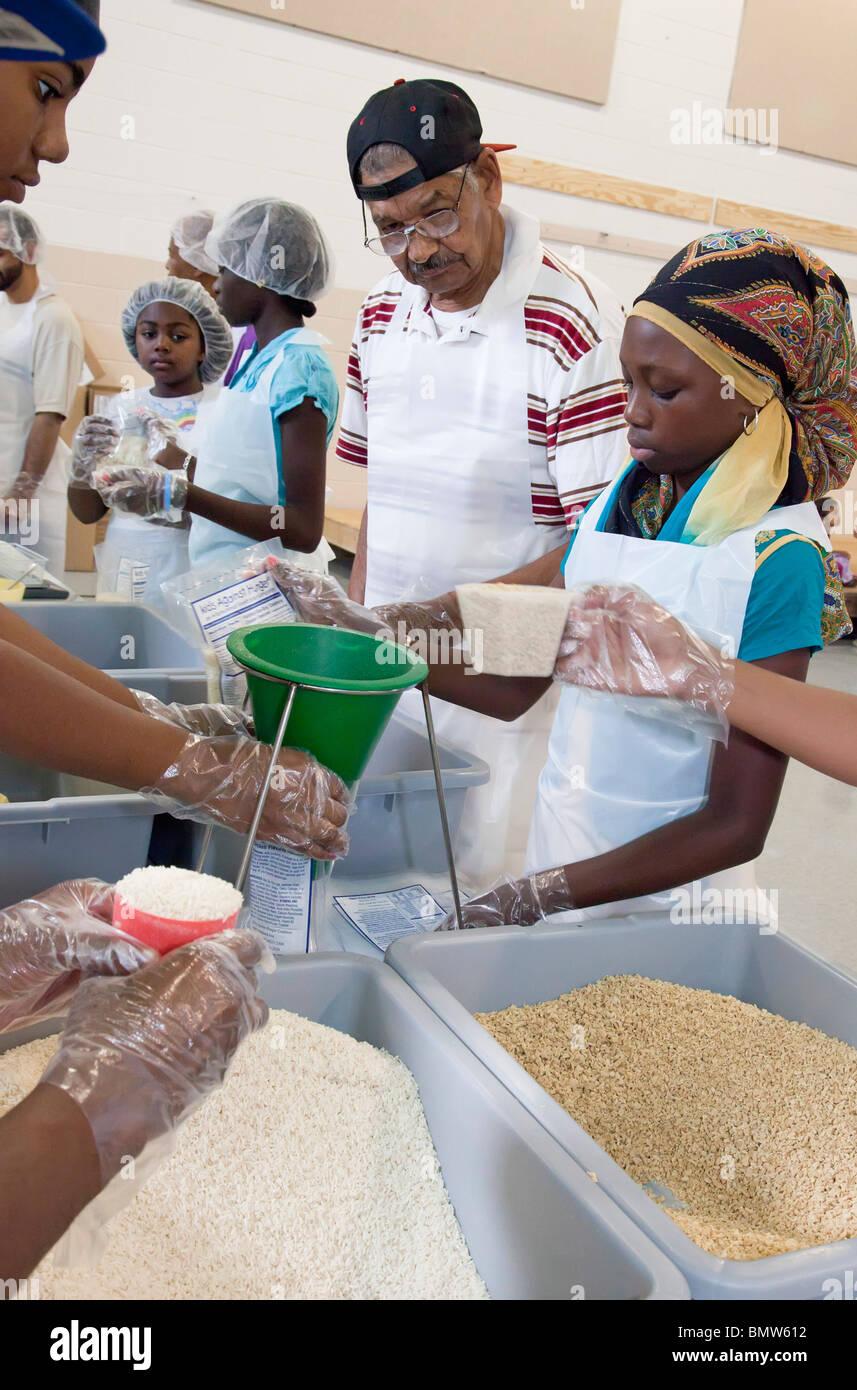 Muslim Volunteers Pack Food for Families in Need - Stock Image
