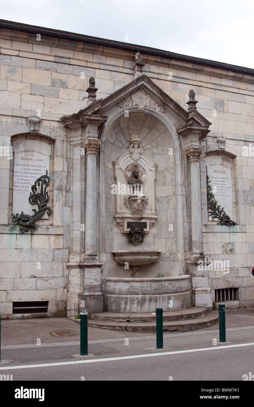 public carved stone pubic water fountain baroque - Stock Image