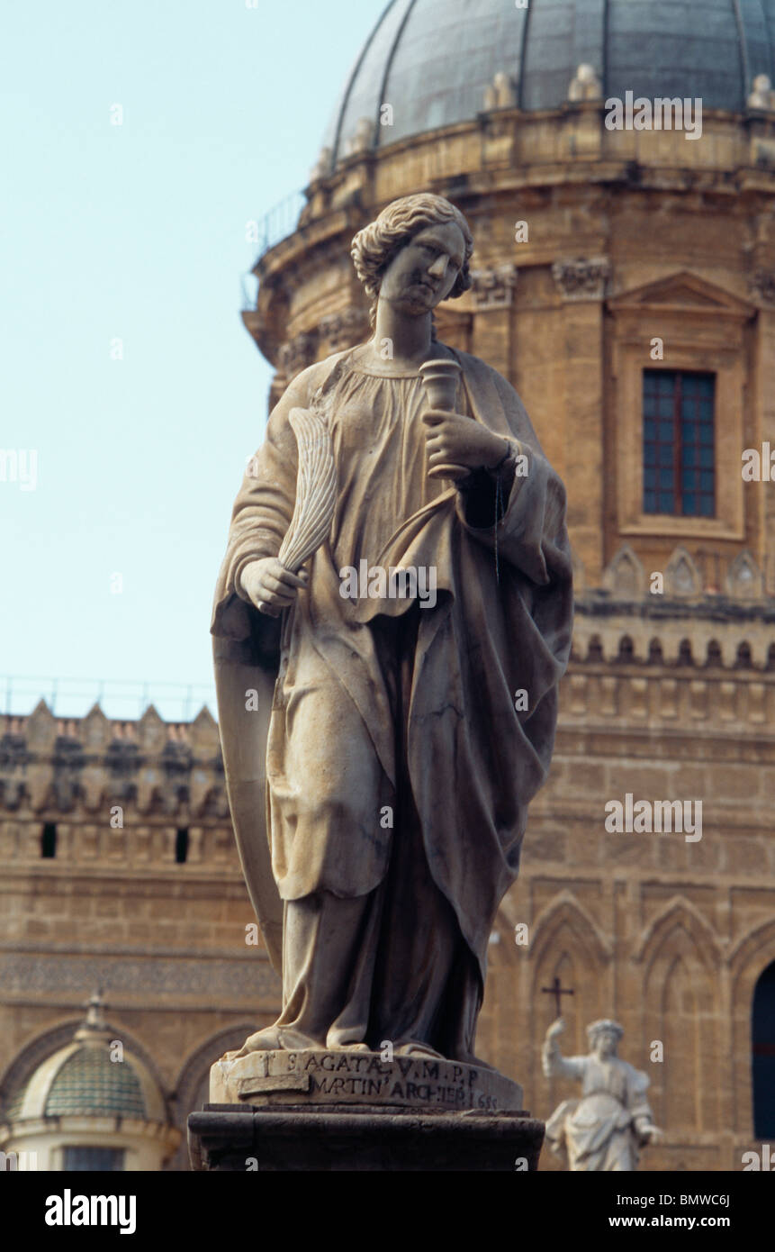 Palermo Sicily Italy Statue Of Saint Agata Outside Palermo Cathedral Santa Maria Assunta (Saint Mary Of The Assumption) - Stock Image