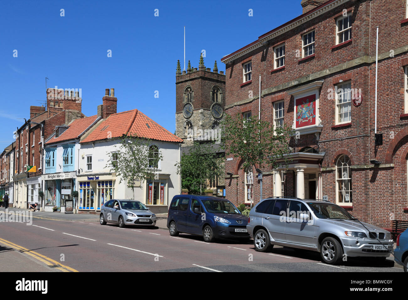 High Street, Market Place and Londesborough Arms, Market Weighton, East Riding of Yorkshire, England, UK. - Stock Image