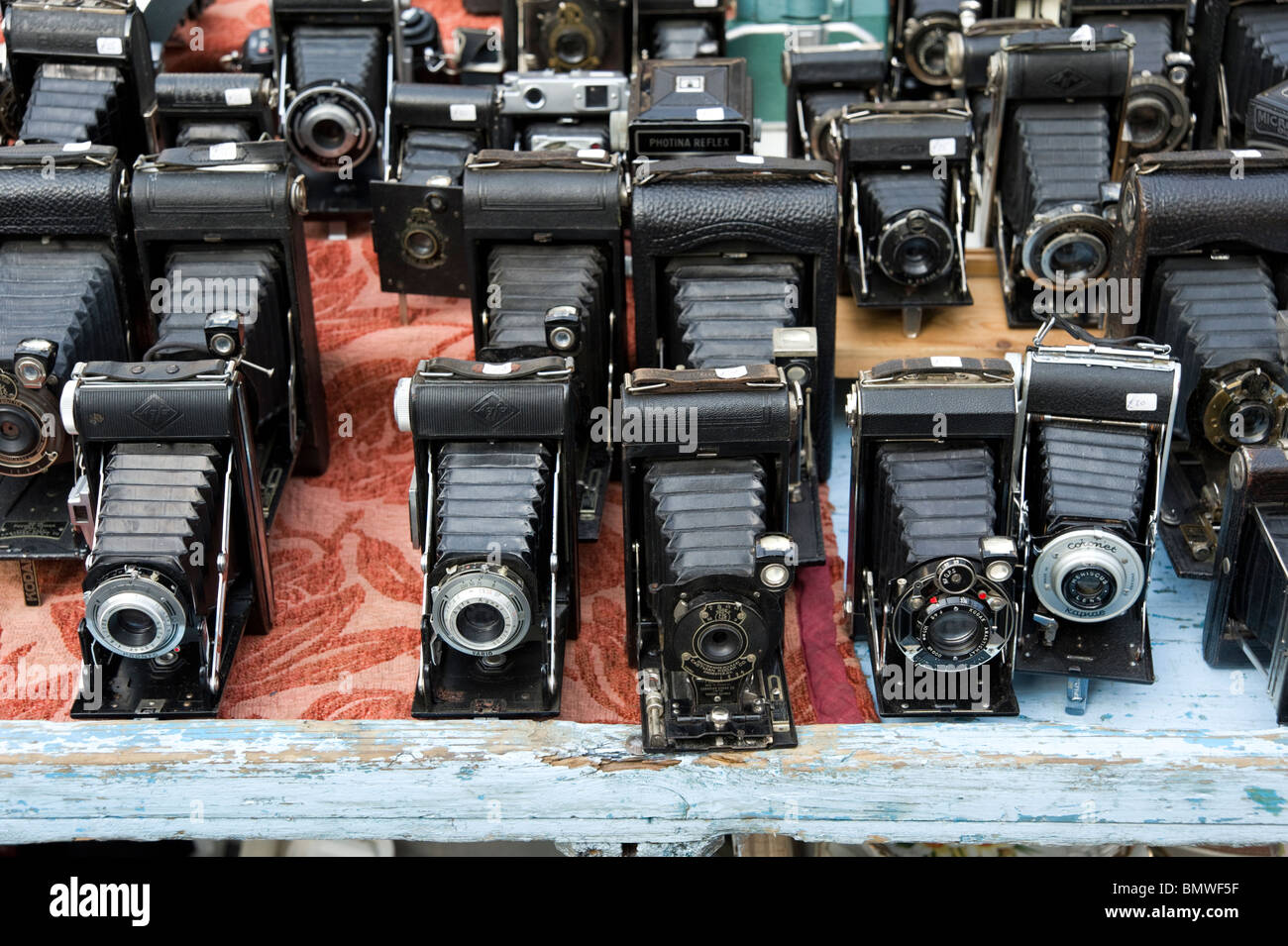 Vintage cameras on stall in Portobello Road market, London, England, Britain, UK - Stock Image