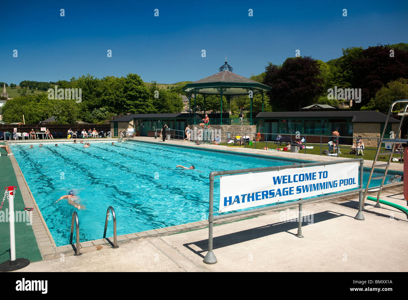 Outdoor pool uk stock photos outdoor pool uk stock images alamy for Outdoor swimming pools in england