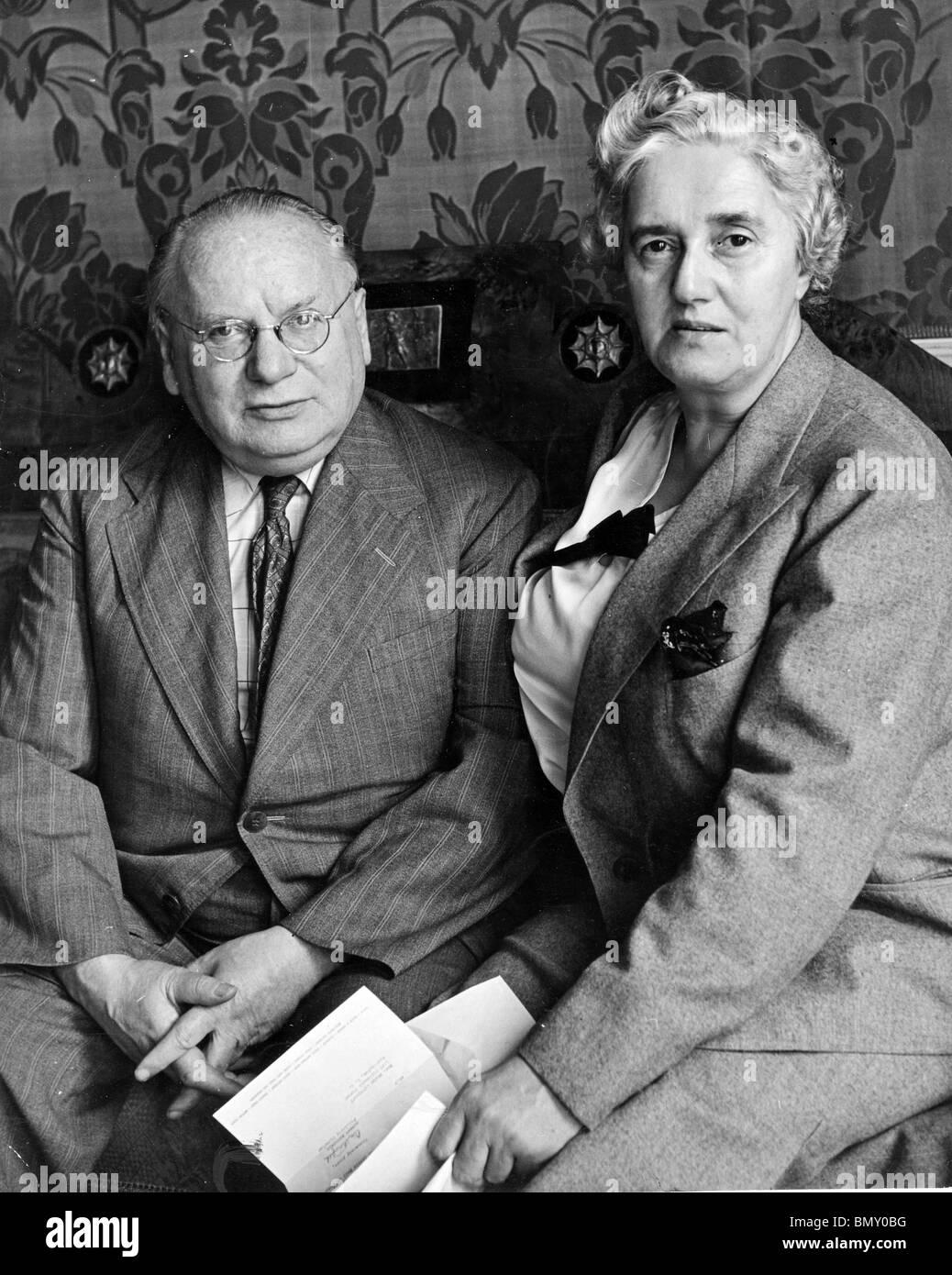 MAXIM LITVINOV   (1876-1951) Soviet diplomat with British wife Ivy Lowe in 1941 - Stock Image