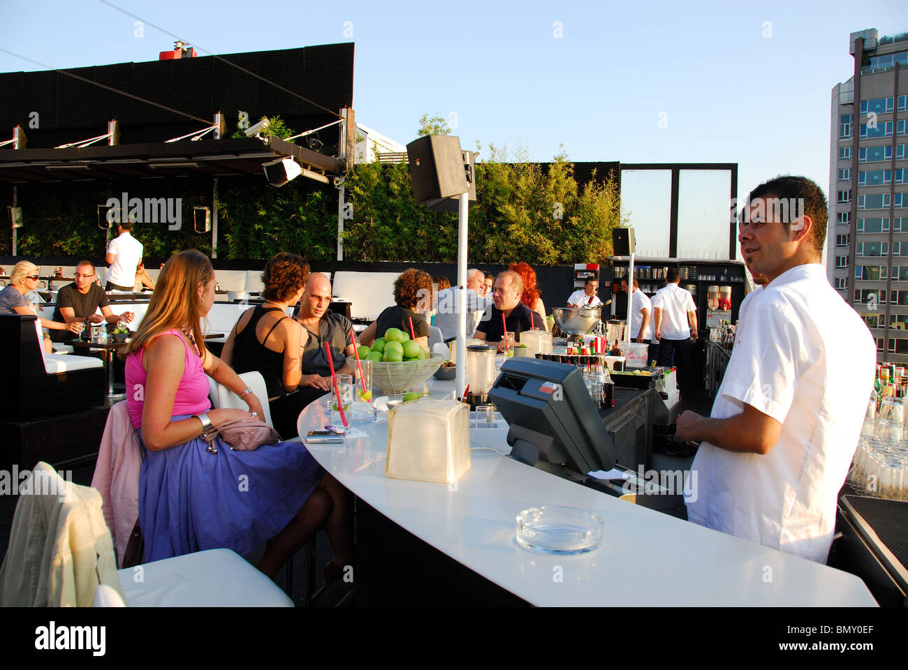 ISTANBUL, TURKEY. The bar at the fashionable rooftop restaurant of Nu Teras in the Pera district of Beyoglu. 2009. - Stock Image