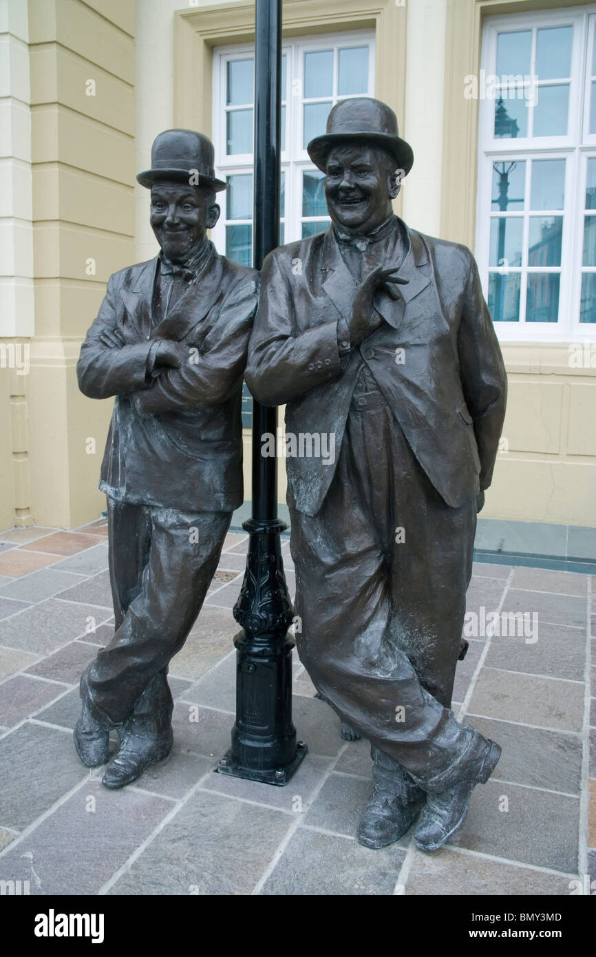 statue of laurel and hardy in ulverston cumbria - Stock Image