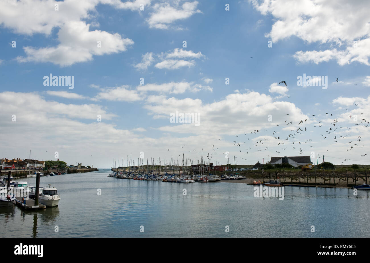 The River Arun at Littlehampton in West Sussex.  Photo by Gordon Scammell - Stock Image