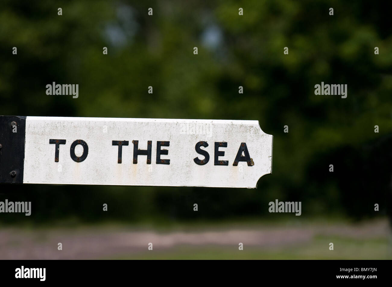 A sign pointing the way to the sea.  Photo by Gordon Scammell - Stock Image