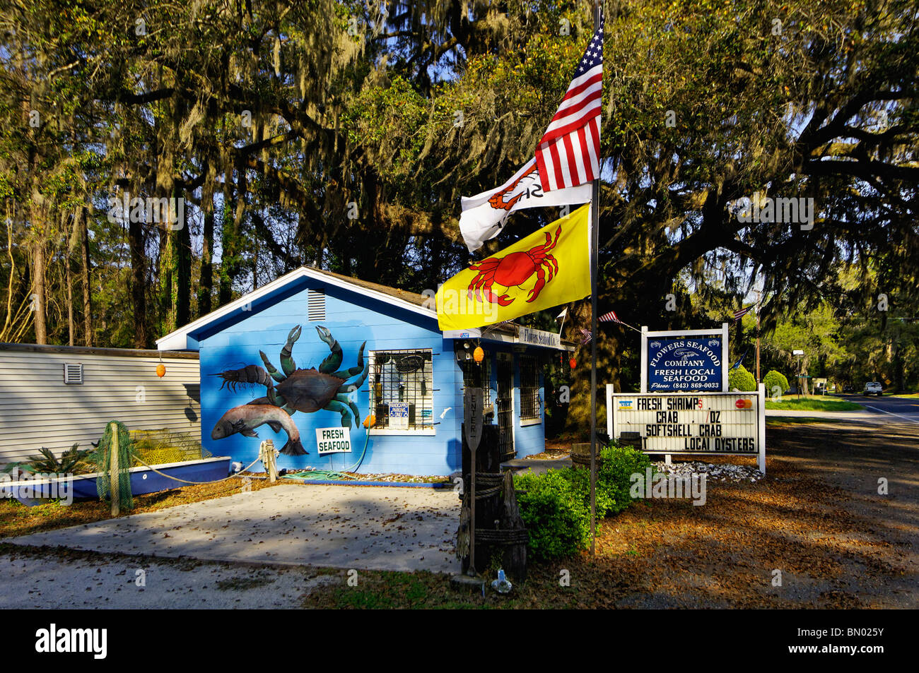 Roadside Fresh Seafood Store on Edisto Island in South Carolina - Stock Image