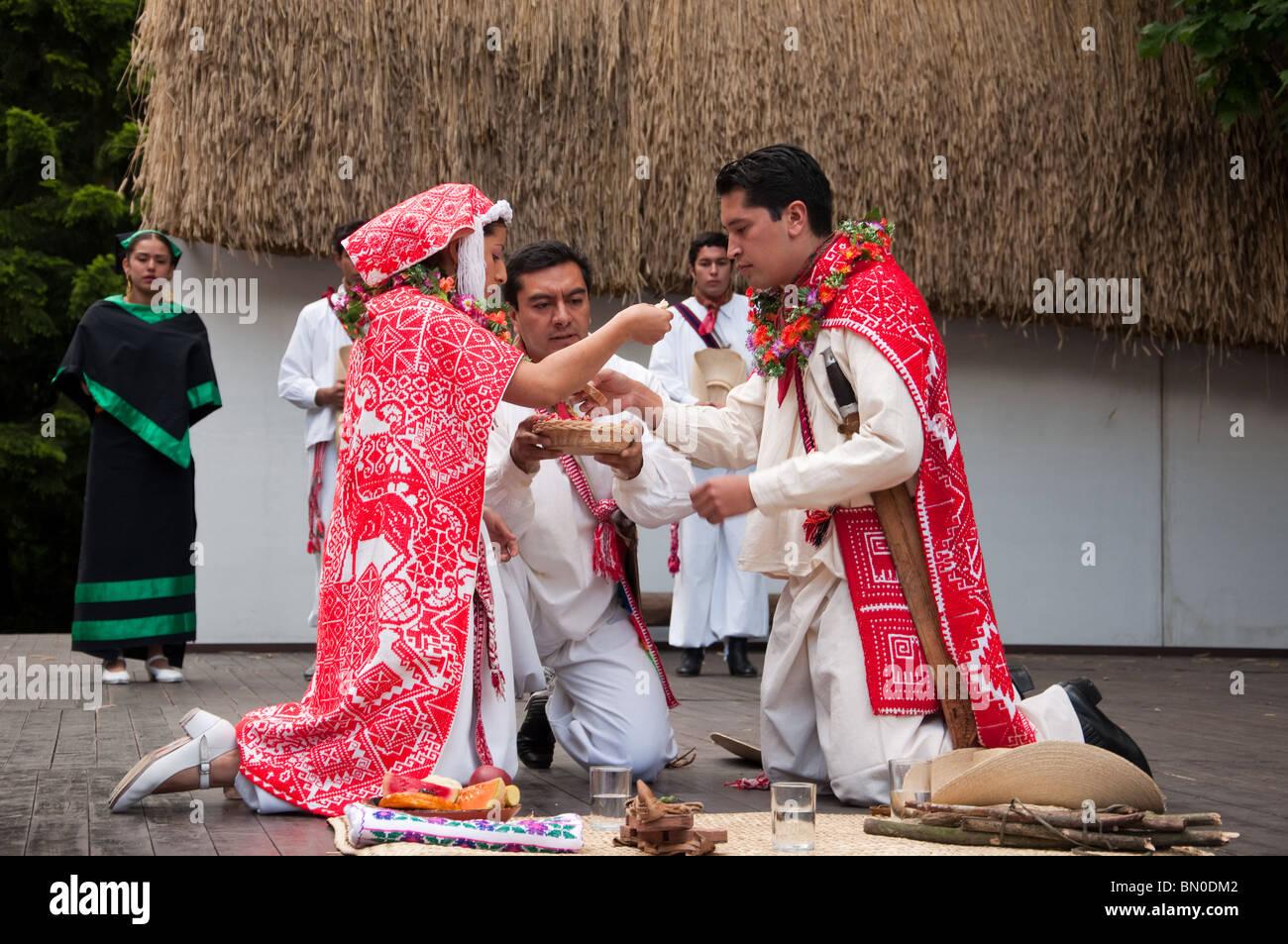 Wedding ceremony of Mexico. Cacatl, Escuela superior de danza foklorica Mexicana, Pue, Mexico. - Stock Image