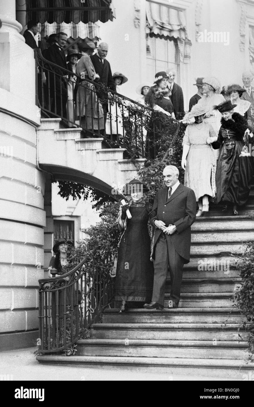 Physicist + chemist Marie Curie (1867 – 1934) walking with US President Warren Harding at The White House in May - Stock Image